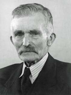 Ola Sörensson var runt 1930 föreståndare på kommungården, eller kanske hette det Fattiggården, i Södra Åkarp, som ligger strax söder om Vellinge i Skåne. - ola2